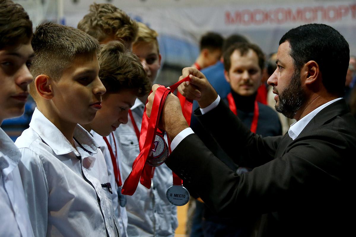 Награждение команд-призеров Первенства Москвы среди юношей и девушек 2004 года рождения