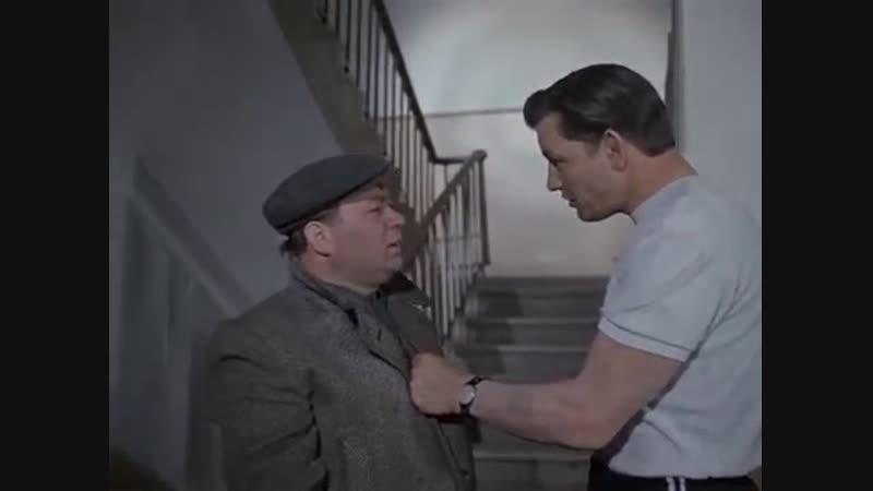 Я говорил-с лестницы спущу ?Ну вот и не обижайтесь...