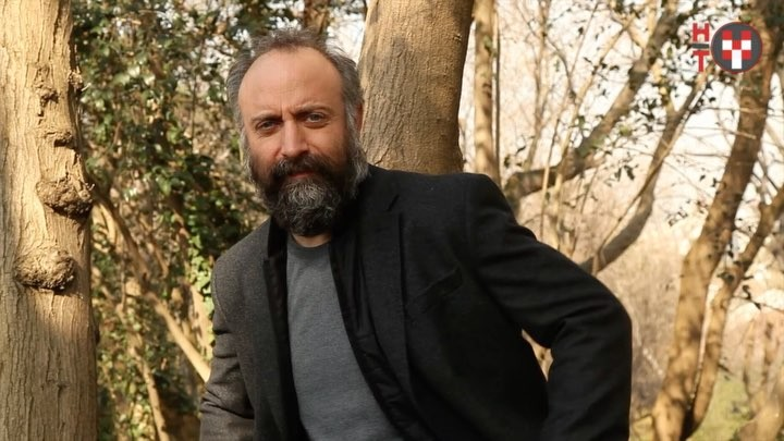 """Melik Demirel on Instagram """"Halit Ergenç ile 3 Martta vizyona girecek İstanbul Kırmızısı üzerine ✏️ Röp @aysunoz 📸Foto @eceo @halitergenc ..."""