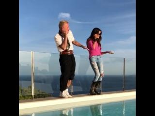 Танцующий миллионер с новой подружкой