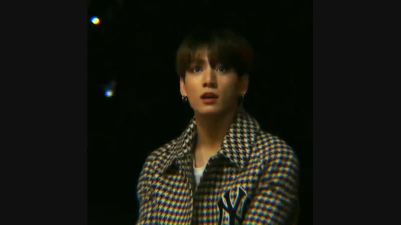 BUBS WAS CAUGHT BEING AT AWE AT THE PERFORMANCE JJGJFKDKDLS PLEASE HES SO CUTE
