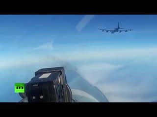 Минобороны опубликовало видео сопровождения американского бомбардировщика В-52Н российскими Су-27