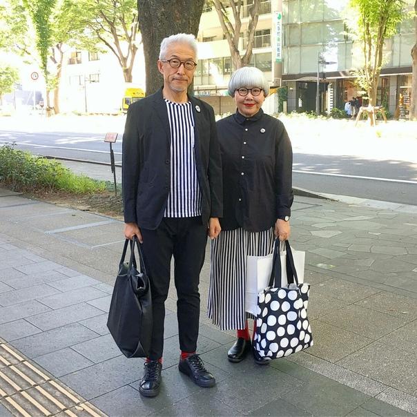 Это Бон и Пон - супружеская пара из Японии Они одеваются каждый день так, чтобы подходить друг другу. Свои фото супруги публикуют в инстаграм (), у них уже более 700 тыс. подписчиков по всему