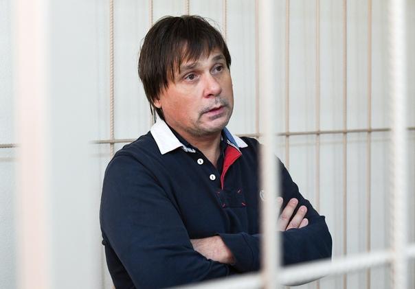 Топ-менеджера клиники Мешалкина, задержанного за миллиардные аферы, отпустили домой