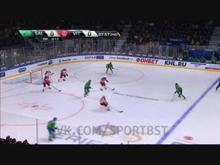 Вячеслав Основин в большинстве забросил первую шайбу в ворота соперника.