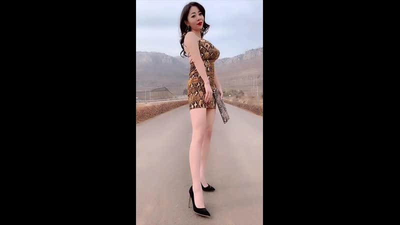 絲襪「美腿」少婦「膚白奶大」長腿筆直「丰韻」性感