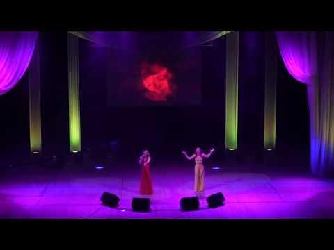 Ukraynalı əkiz bacılar Anna və Mariyanın ifasında xalq mahnımız Sarı gəlin