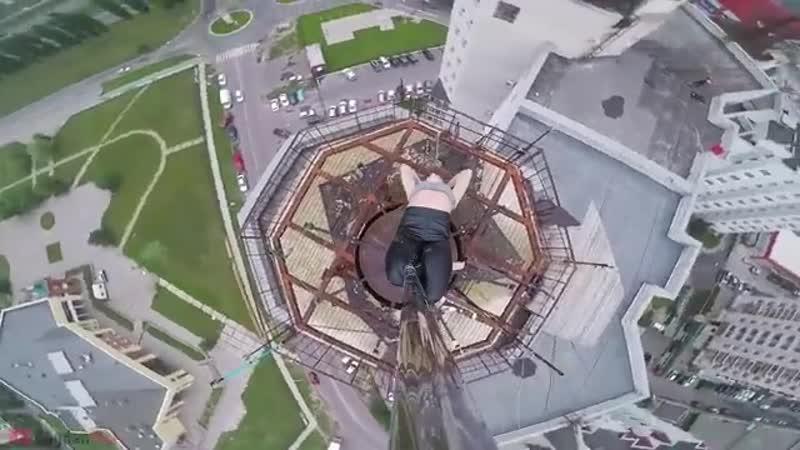 В Воронеже экстремалка станцевала на пилоне на высоте 80 метров