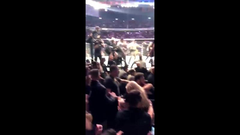 ПРЫЖОК ОРЛА (Хабиб Нурмагомедов затевает драку после победы над Макгрегором) UFC 229