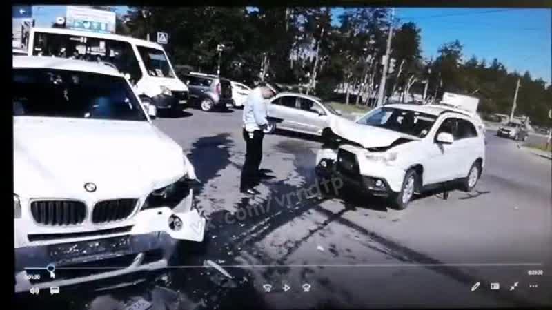 Момент ДТП на пересечении улиц Олеко Дундича и Героев Сибиряков 21 05 2019