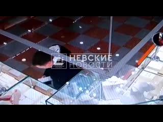 Во Фрунзенском районе грабитель совершил налёт на ювелирный салон