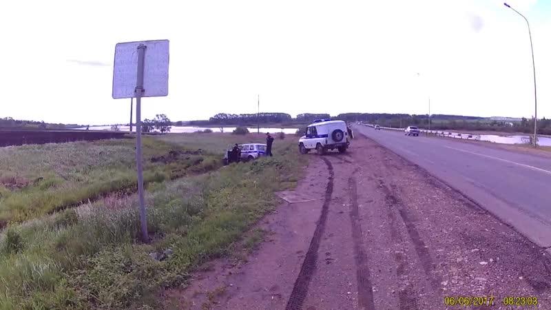 Саранск- Лямбирское шоссе, автомашина МВД в кювете.