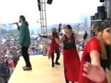 Алексей Чумаков выступает на концерте в Тюмени 20 лет назад