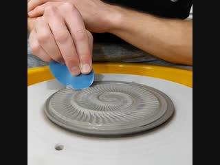 Оформление керамической тарелки от joe thompson