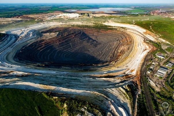 Гигантская Курская магнитная аномалия и ее странные свойства Аномалии на Земле можно найти повсюду. В России есть место под названием Курская магнитная аномалия. Если вы по какой-то причине