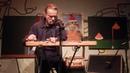 Kristof Hahn играет расческой в г Москва Рюмочная в Зюзино 28 12 2018г