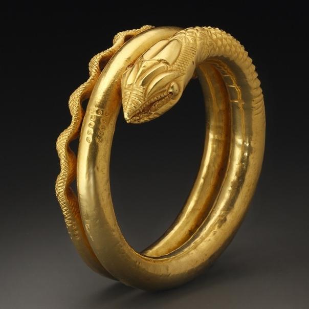 Золотой египетский браслет в форме змеи. Датируется 1 веком н. э.