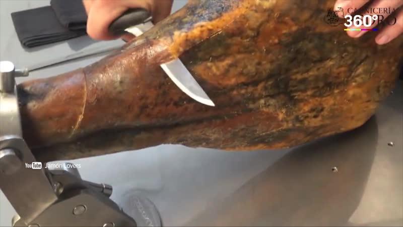 Мужчина точил нож в метро