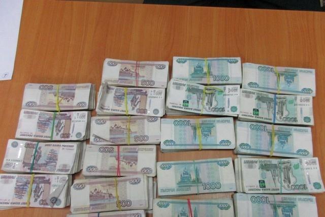 Таганрогские таможенники пресекли попытку ввоза крупной суммы денежных средств