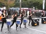 Уличные барабанщицы