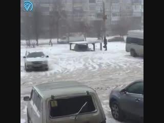 В челябинске мужик намутил себе лифт, который опускает его машину под землю