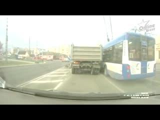 Сегодня утром в Бресте на улице Янки Купалы чуть не произошло ДТП
