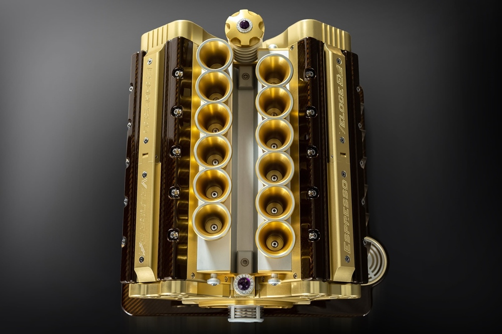 Кофемашина Espresso Veloce Royale в форме двигателя V12
