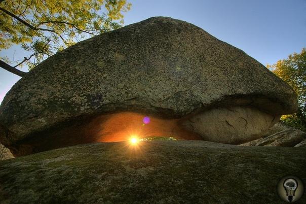 Беглик-Таш. Местечко Приморско находится в южной части черноморского побережья страны, на склонах древнейшего на Балканах горного массива Странджа. Климат здесь очень мягкий -