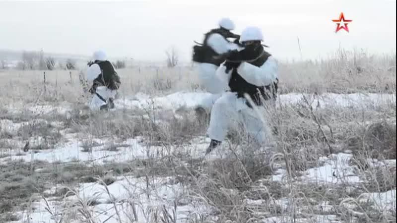 Новобранцы в Поволжье впервые применили штатное вооружение на полигоне: кадры учений