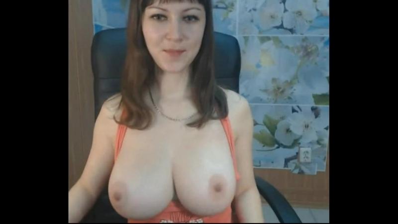 Молодая деревенская телочка показывает свои большие натуральные сочные сиськи на вебку, секс юная упругие дойки не порно домаха