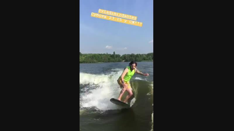 Vladimirdantes суббота 23:15 svitsketv 🏄🏼🌊🌊 Surfing