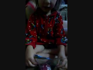 подорила сестре куклу лол