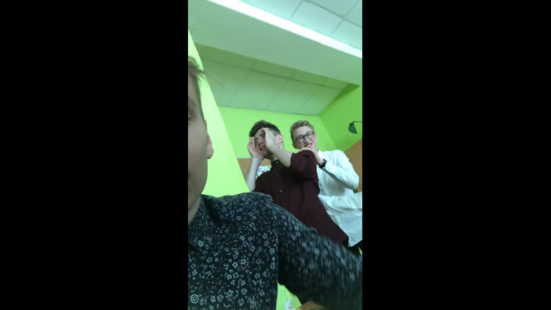 Илья посасывает пиписьки (live)