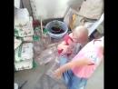 Как правильно выбрасывать бутылки?
