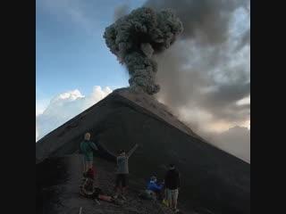 Извержение вулкана Фуэго (Гватемала, 25 ноября 2018).