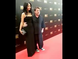 Александр Цекало впервые вышел на публику с молодой женой