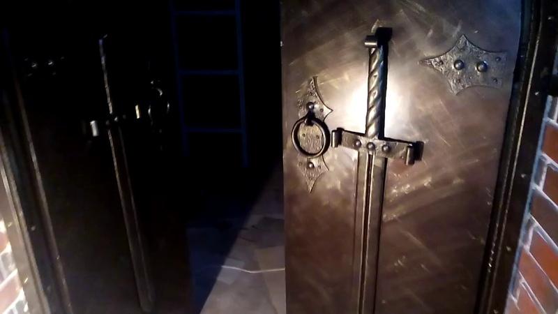 Кованые двери в рыцарском стиле с подсветкой