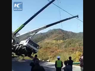 Driver jumps off falling crane during rescue attempt