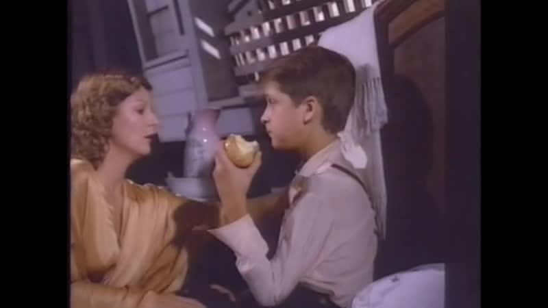 Взрослая женщина совращает мальчика на секс (сцены из х/д фильмов, голая взрослая женщина, пизда мамки, мамаша без трусов)