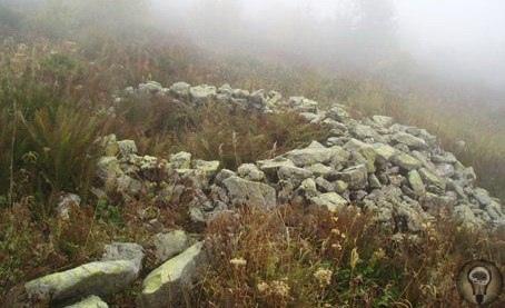 Загадочные Ацангуары. Ацангуары («ограды карликов») древние сооружения из небольших необработанных камней в виде оград, часто асимметричной сложной формы, иногда с перегородками, часто с