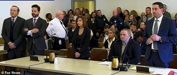 Кевин Спейси отказался в суде признать вину Американский актер и режиссер Кевин Спейси заявил в суде, что не признает вину в сексуальных домогательствах в отношении 18-летнего молодого человека