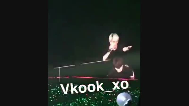 JUNGKOOK WAS SPINNING THEM BOTH WHILE CARRYING TAEHYUNG ON HIS BACK THEYRE THE CUTEST EVER