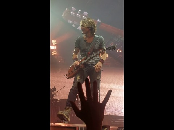Keith Urban rocking out at the Smoothie King Center in NO, 11/2/18