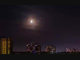 Луна в облаках)