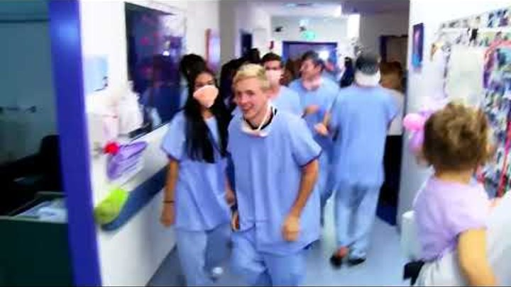 Taniec lekarzy dla chorych dzieci.