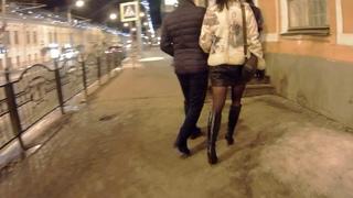 девушка в мини юбке