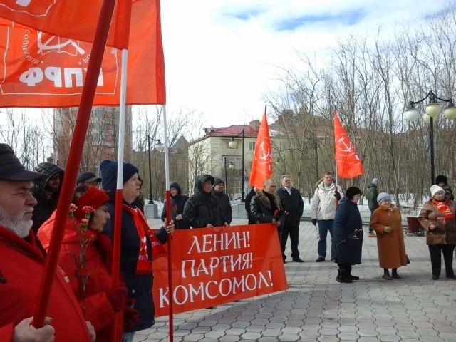 В Салехарде прошел пикет, посвященный Дню рождения В.И. Ленина. Сотрудники городской администрации и полиции попытались сорвать мероприятие
