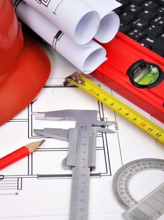 Архитектурные проекты включают чертежи и эскизы будущих зданий или ремонтные работы.