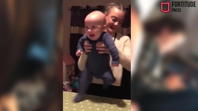 Посмотрите, как полугодовалый мальчик танцует ирландскую джигу