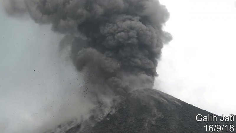 Извержение вулкана Анак-Кракатау (Индонезия, 16 сентября 2018).